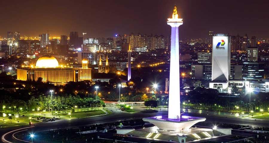 Monumen Nasional saat Malam