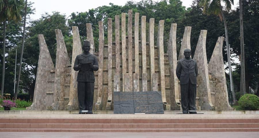 Monumen-Pahlawan Proklamator Soekarno Hatta