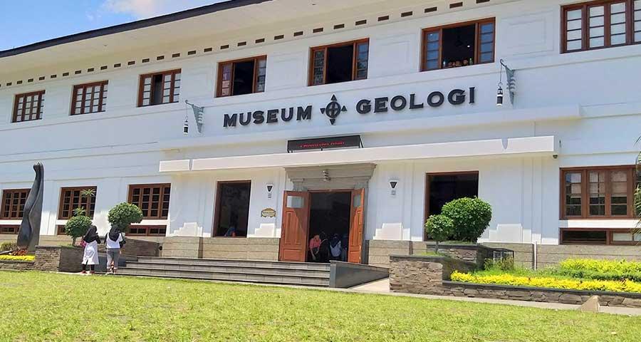 gedung museum geologi bandung