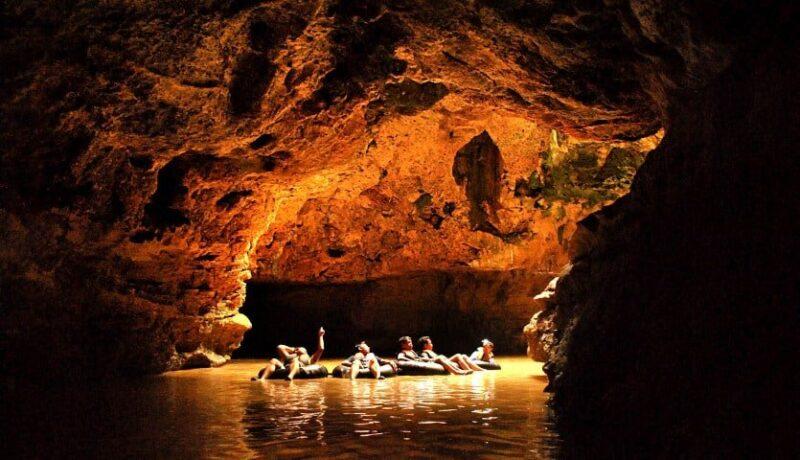 Penampakan Cave Tubing di Goa Pindul