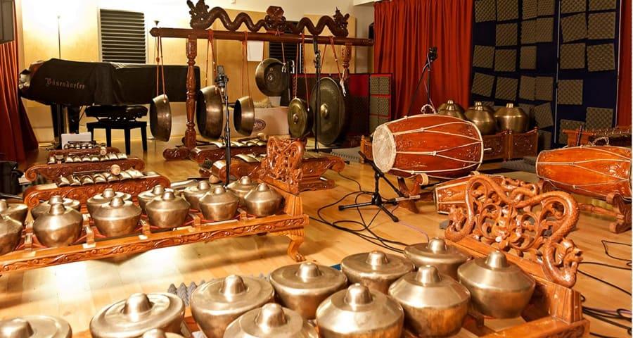 Gamelan dengan Alat musik tradisional lainnya