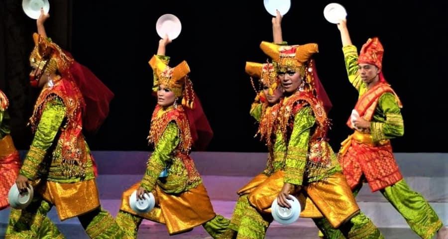Tari Piring Kesenian Khas Minangkabau yang Mendunia
