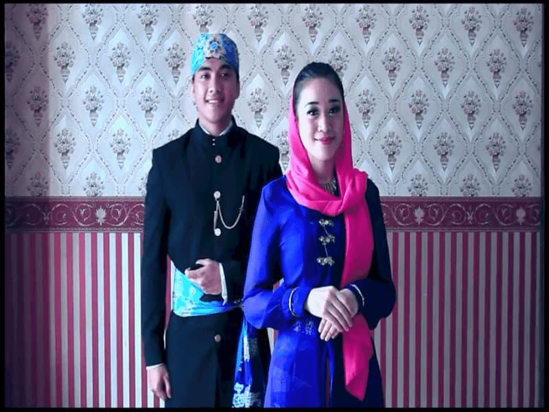 pakaian adat yang berasal dari Betawi. Pakaian tradisional ini sangat dipengaruhi oleh beberapa budaya seperti budaya Arab, Barat dan Melayu.