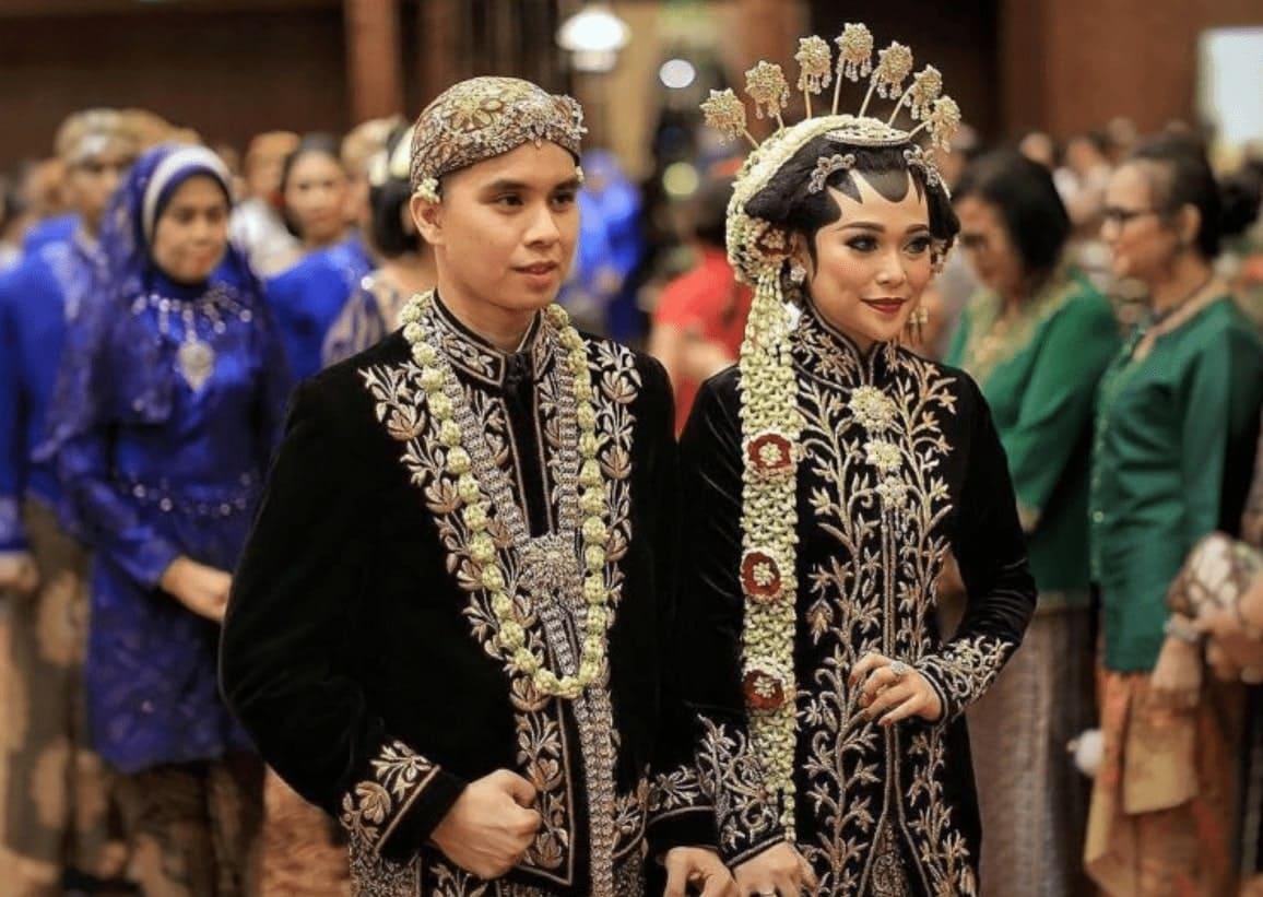 pakaian-adat-Jawa-Tengah-goodminds