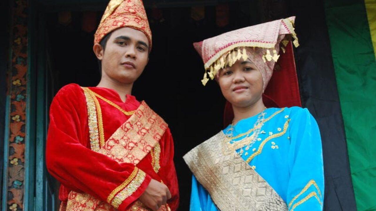 Bundo Kanduang Pakaian Adat Sumatera Barat
