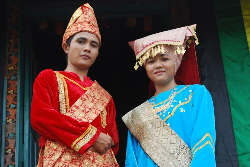 pakaian-adat-sumatera-barat-bajukupopuler,blogspot,com