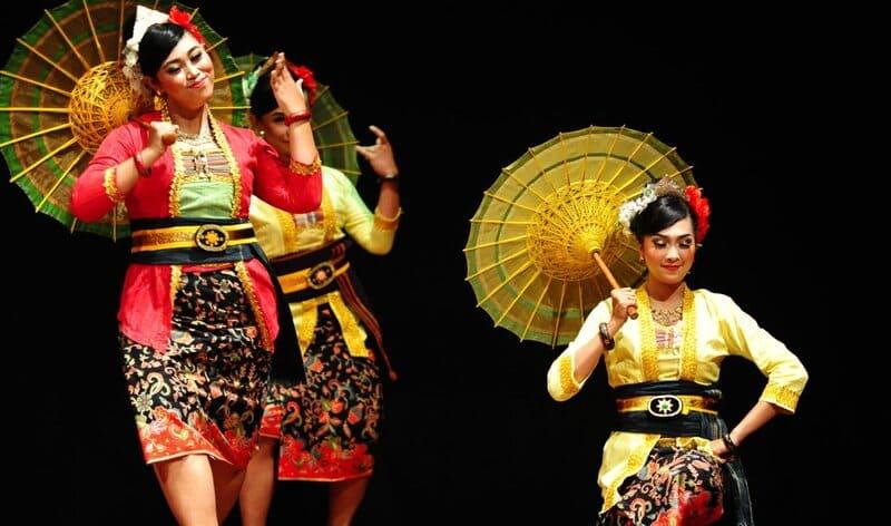 gambar-tari-payung-worldofghibli,id