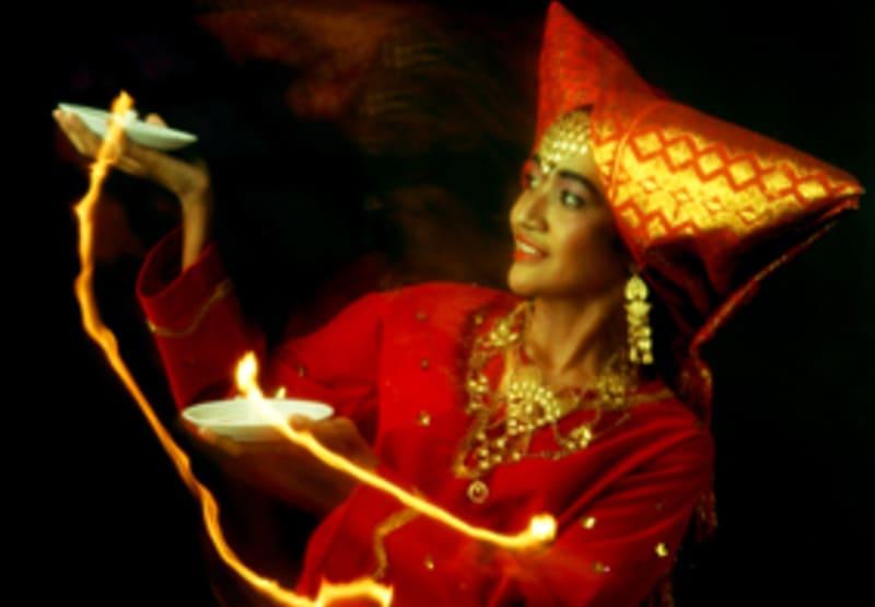 gambar-tari-lilin-nusantara-cultures,blogspot,com